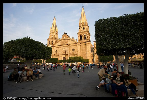 picture  photo  plaza de los laureles  planted with laurels  and cathedral  guadalajara  jalisco