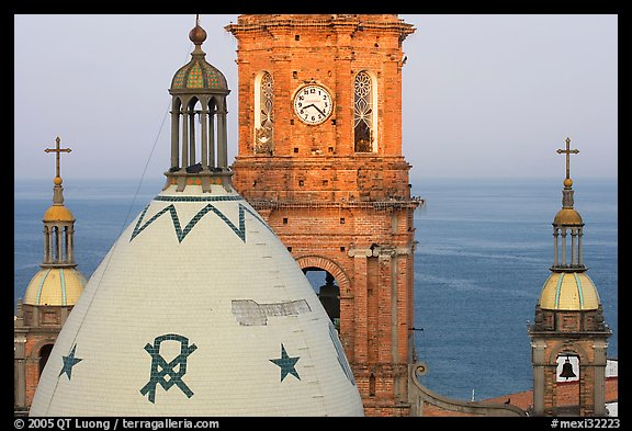 Templo de Guadalupe Cathedral and ocean, early morning, Puerto Vallarta, Jalisco. Jalisco, Mexico (color)