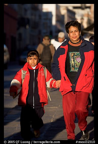 Mother and daughter on a sidewalk. Zacatecas, Mexico (color)