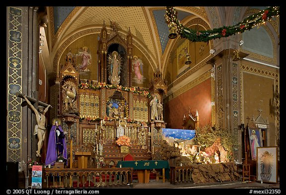 Altar and nativity. Guanajuato, Mexico (color)