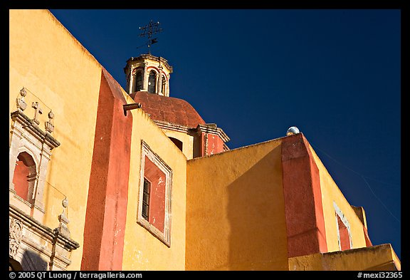Walls and dome of San Roque church, early morning. Guanajuato, Mexico (color)