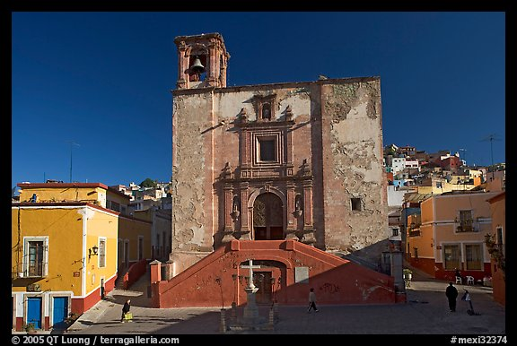 Plaza and church San Roque, early morning. Guanajuato, Mexico (color)