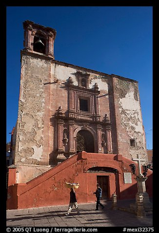 People walking in front of church San Roque, early morning. Guanajuato, Mexico (color)