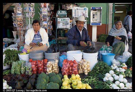 Fruit and vegetable vendors on the street. Guanajuato, Mexico (color)