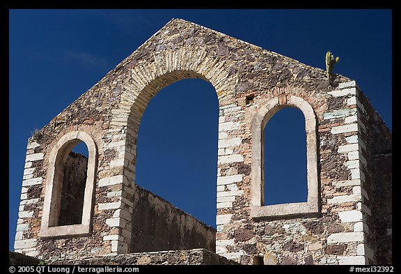 Front of a ruined house near a mine. Guanajuato, Mexico (color)