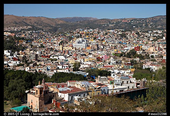 Panoramic view of the city, mid-day. Guanajuato, Mexico (color)