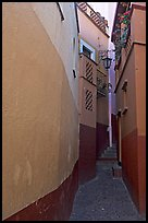 Callejon del Beso, the narrowest of the alleyways. Guanajuato, Mexico