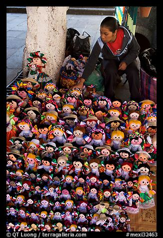 Woman selling Traditional puppets. Guanajuato, Mexico (color)