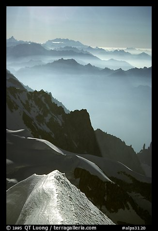 Snow ridge on the Brenva Spur, Mont-Blanc, Italy.  (color)