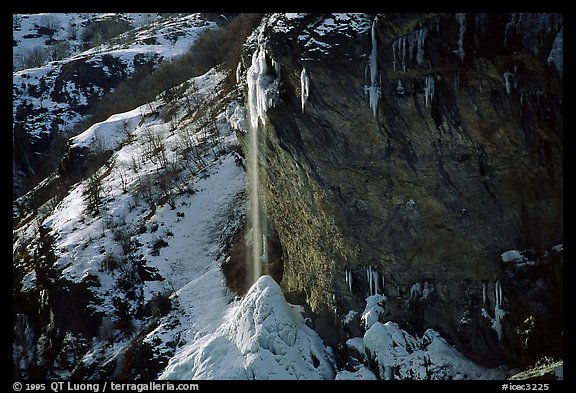 Waterfall, Fressinieres. Alps, France (color)