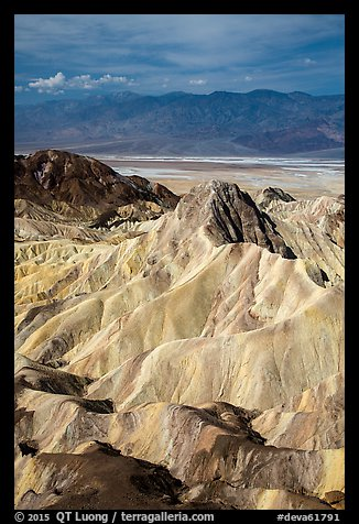 Manly Beacon and main valley. Death Valley National Park (color)