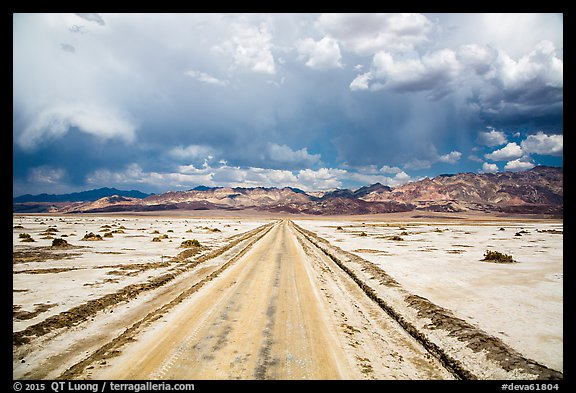 West Side Road. Death Valley National Park (color)