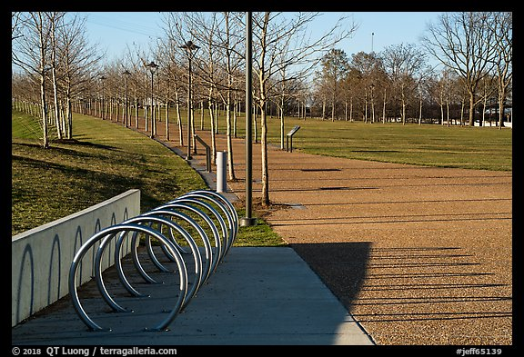 Rings and pathway. Gateway Arch National Park (color)