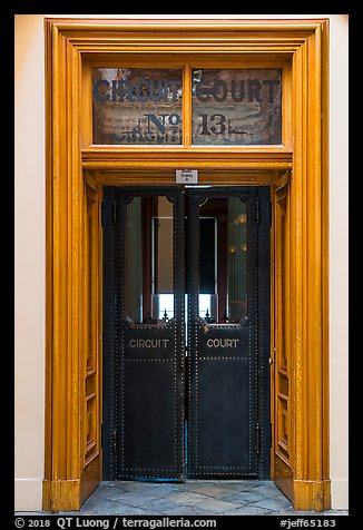Picture/Photo: Door of circuit court, Old Courthouse