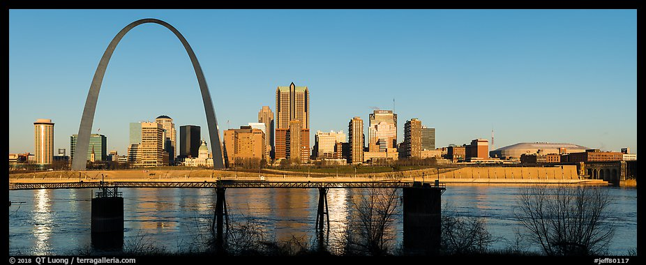 St Louis skyline across Mississippi River at sunrise. Gateway Arch National Park (color)
