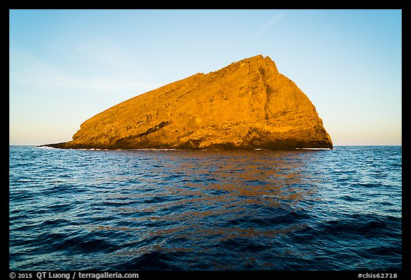 Sutil Island. Channel Islands National Park (color)