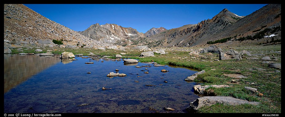 Alpine tarn. Kings Canyon National Park (color)