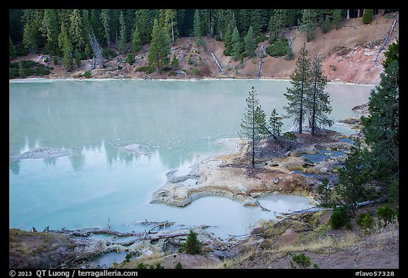 Boiling Springs Lake, Warner Valley. Lassen Volcanic National Park (color)