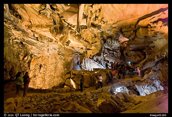Tourists in huge Subterranean room, Crystal Cave. Sequoia National Park (color)