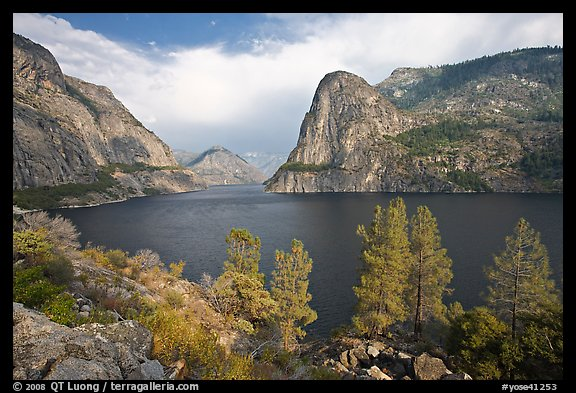 Hetch Hetchy reservoir in the summer. Yosemite National Park (color)