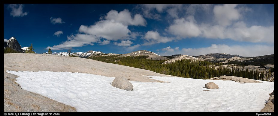 Tuolumne Meadows, neve and domes. Yosemite National Park (color)