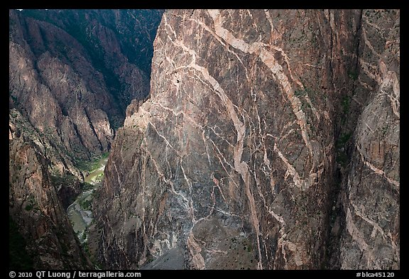 Wall with swirling veins of igneous pegmatite. Black Canyon of the Gunnison National Park (color)
