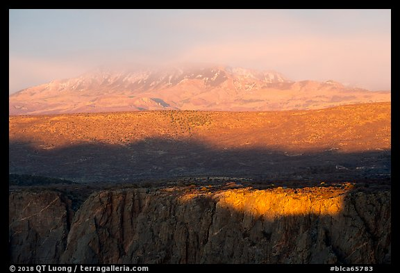 Last sunrays on rim. Black Canyon of the Gunnison National Park (color)