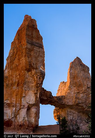 Box-shaped Tower Bridge. Bryce Canyon National Park (color)