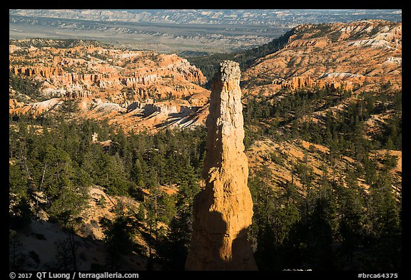 Monolithic hoodoo and amphitheater. Bryce Canyon National Park (color)