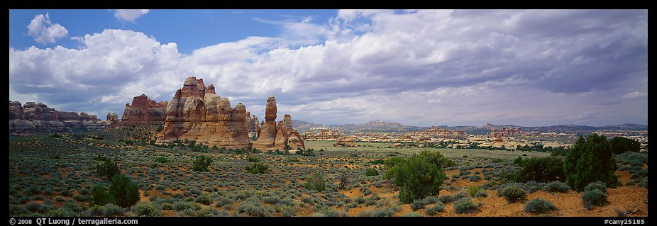 Chessler Park and rock formations, Needles District. Canyonlands National Park (color)