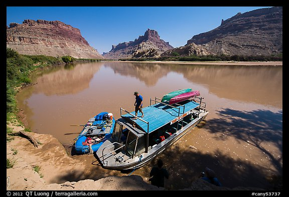 Jetboat and raft at Spanish Bottom. Canyonlands National Park (color)