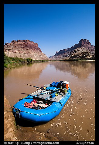 Raft at Spanish Bottom. Canyonlands National Park (color)