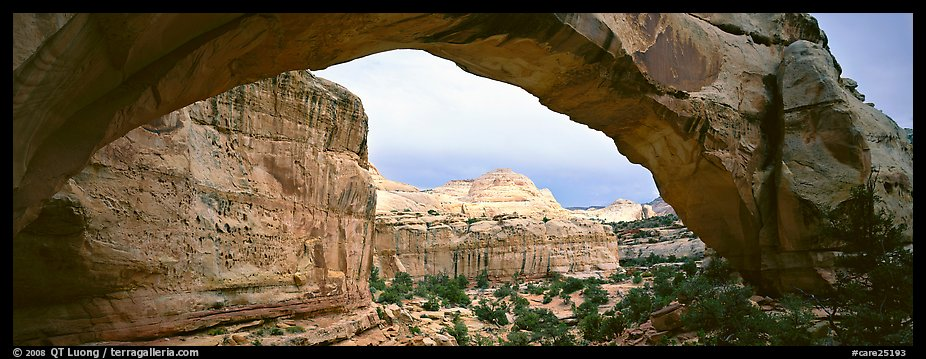 Hickman arch. Capitol Reef National Park (color)