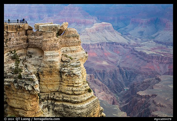 Family on Mather Point. Grand Canyon National Park (color)