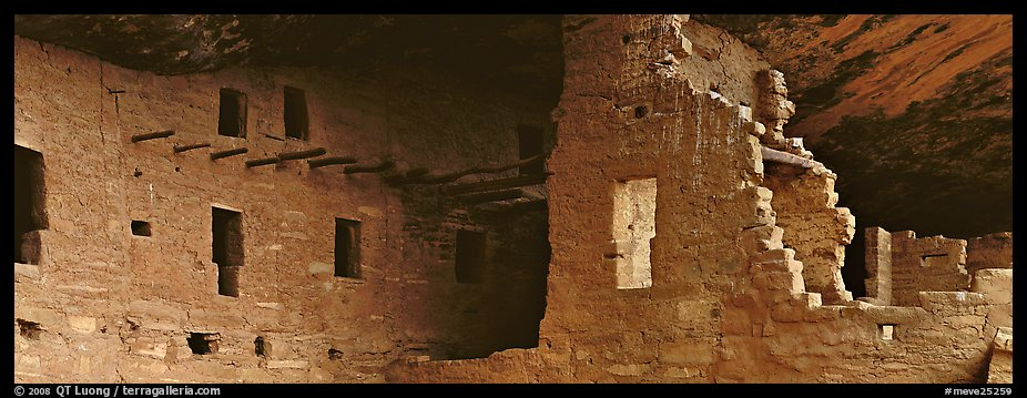 Cliff dwelling ruin. Mesa Verde National Park (color)
