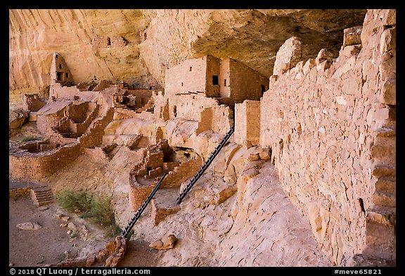 Long House, second largest Ancestral Pueblo cliff dwelling. Mesa Verde National Park (color)