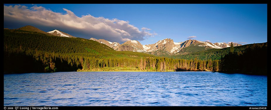 Lake with waves and mountains. Rocky Mountain National Park (color)