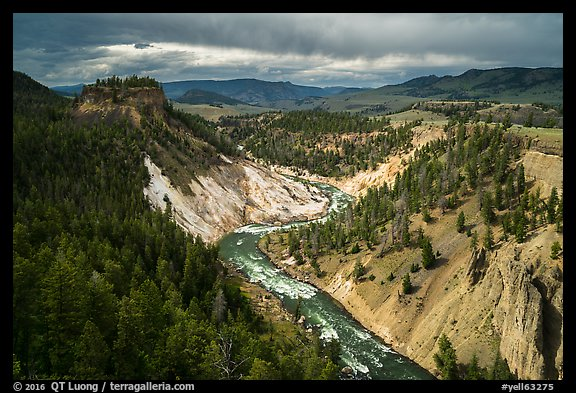 Yellowstone River. Yellowstone National Park (color)