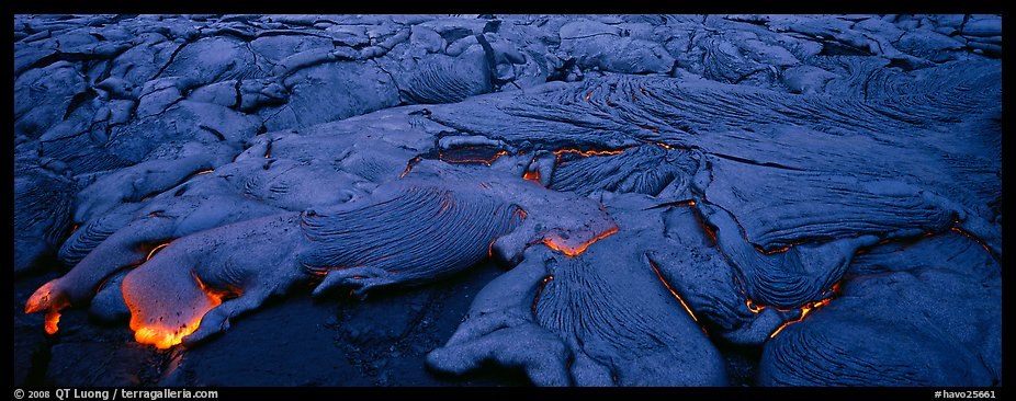 Live lava flow. Hawaii Volcanoes National Park (color)