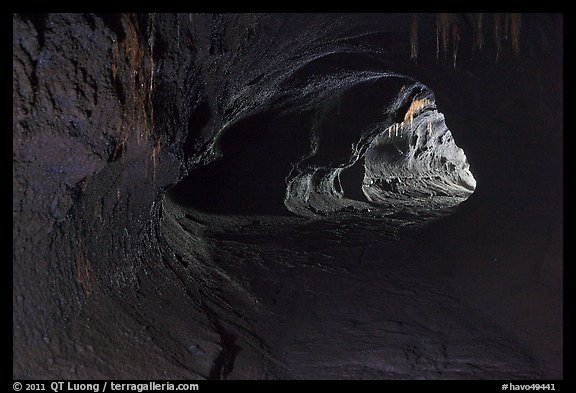 Thurston lava tube (Nahuku). Hawaii Volcanoes National Park (color)