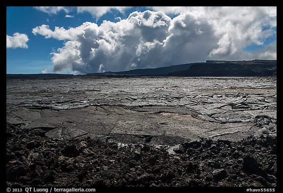 Mokuaweoweo crater and clouds, Mauna Loa. Hawaii Volcanoes National Park (color)
