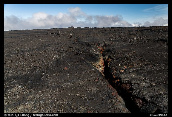 Lava fissure, Mauna Loa North Pit. Hawaii Volcanoes National Park (color)