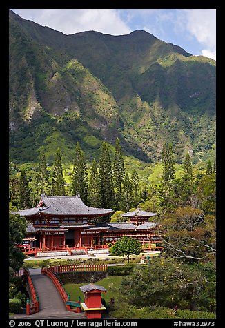 Byodo-In temple and Koolau Mountains, Valley of the Temples, morning. Oahu island, Hawaii, USA (color)