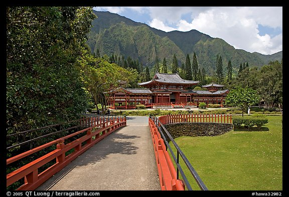 Bridge and Byodo-In Temple, morning. Oahu island, Hawaii, USA (color)
