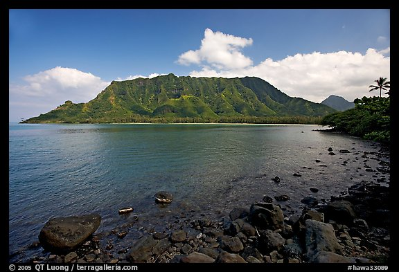 Kahana Bay, afternoon. Oahu island, Hawaii, USA (color)