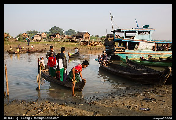 Passengers disembark from boat after short crossing. Mandalay, Myanmar (color)