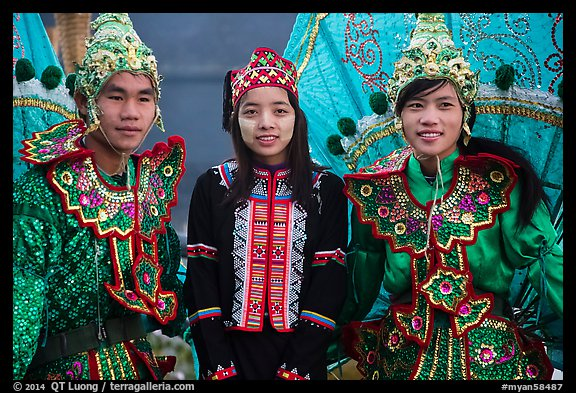 Greeters in traditional costume. Inle Lake, Myanmar (color)