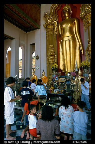 Worshipers at Phra Pathom Chedi. Nakhon Pathom, Thailand (color)