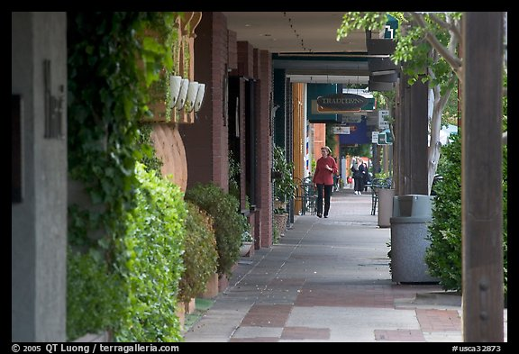 Shopping area of Santa Cruz avenue, the main downtown street. Menlo Park,  California, USA (color)