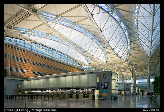 Main hall, San Francisco International Airport. California, USA (color)